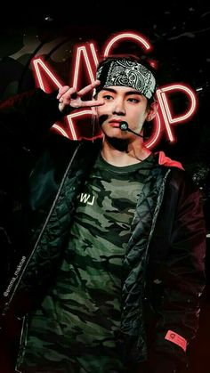 mic drop / bts / v Bts Taehyung, Bts Bangtan Boy, Jimin Jungkook, Bts Lockscreen, Daegu, Billboard Music Awards, Foto Bts, Seokjin, Hoseok