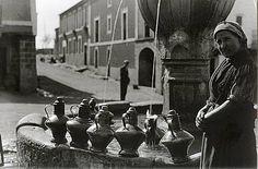 Ruth Matilda Anderson (Nebraska 1893–1983 New York): viajes de 1923 y 1928 a Extremadura - Cantaros de Agua en la Fuente de la Plaza de Guadalupe