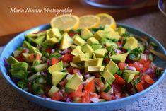 Salata de rosii cu avocado si castraveti, gata in 3 minute – Sfaturi de nutritie si retete culinare sanatoase Tofu, Salsa, Avocado, Mexican, Ethnic Recipes, Lawyer, Salsa Music, Mexicans