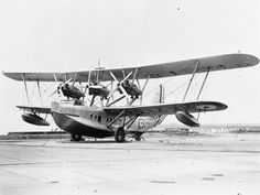 ROYAL AIR FORCE 1939-1945 COASTAL COMMAND (MH 2985)   The Short Rangoon, a military version of the civilian Calcutta used by Imperial Airways, circa 1936.