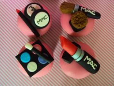 MAC make-up cupcake set