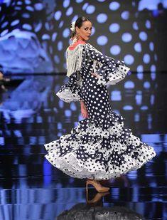 Simof 2018: el desfile de Lina, en fotos / J.M. Serrano / Rocío Ruz Flamenco Costume, Fishtail, Mermaid, Street Style, Costumes, Vintage, Clothes, Trumpet, Dresses