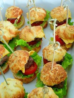 mini_burger Mini Burgers, Salmon Burgers, Party Food And Drinks, Canapes, I Foods, Finger Foods, Party Time, Tapas, Catering