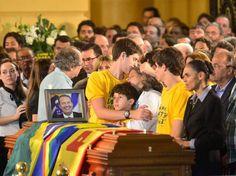 O adeus a Eduardo Campos (Foto: Fernando Frazão/Abr) - http://epoca.globo.com/tempo/fotos/2014/08/o-badeusb-eduardo-campos.html