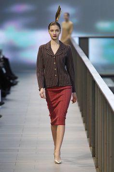 Conjunto de falda midi en pata de gallo y chaqueta en ralla diplomática en el 080 Barcelona Fashion #trend #fashion #catwalk #Barcelona #Naulover #fall #winter #2015