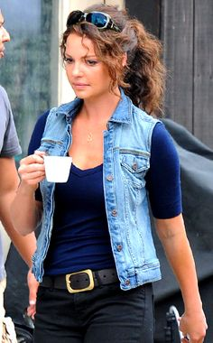 When we saw this new pic of Katherine Heigl, we couldn't help but feel her locks were a bit lackluster. Not to mention this denim vest isn't really doing it for us, either.  (Hey, I like the vest)  Fortunately, it was revealed that the gal who's usually pretty glam is simply on the Ambridge, PA, set of her latest movie One for the Money, in which she has the plum role of, well, Stephanie Plum—an unemployed lingerie buyer-turned-bounty hunter.