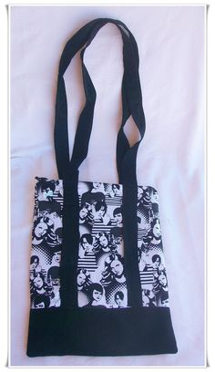 Maxi-bolsa bandolera, confeccionada en tejido de algodón y loneta. Asas extra-largas para usar como bandolera. Ideal para llevar libros!!  Tamaño 30 x 40