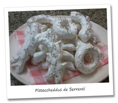 Pistoccheddus de Serrenti.  The Sardinian desserts have a special feature: simple and healthy ingredients but very difficult and technical preparation. And these cookies are an example. Their name derives from Serrenti, a municipality in the Middle Campidano. Many people enjoy these cookies dunking them in a good Moscato or Nasco.