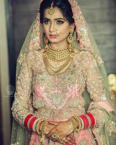 Don't we like criticizing brides for their horrific makeup, secretly? Sometimes, it is fun to point out mistakes and figure out if someone else's makeup is too loud or too boring and dull. African Attire, African Wear, African Fashion Dresses, African Dress, Red Lehenga, Bridal Lehenga, Bridal Makeup Tips, Friday Outfit, Gold Outfit