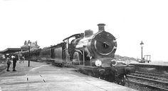 Cromer High Station early C20th Steam Trains Uk, Old Train Station, Disused Stations, Cromer, Choo Choo Train, Steam Railway, Train Engines, North Coast, Steam Locomotive