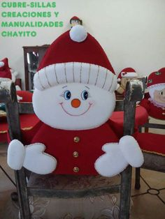 snowman crafts made of Felt Christmas Decorations, Felt Christmas Ornaments, Christmas Snowman, Holiday Decor, Christmas Stuff, Christmas Chair Covers, Snowman Crafts, Origami Easy, Diy Crafts Videos