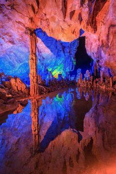 Cina, la caverna dellarcobaleno dove costruiscono i flauti