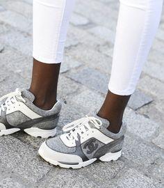 e2dde3b0a9e247 Les baskets Chanel   le nouveau snobisme   Chaussure Sneakers, Chaussures  De Luxe, Chaussure