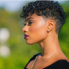 Undercut A gradual undercut will make your curls appear thicker on top This cut is edgy and easy to style - Natural Hair Styles Natural Hair Short Cuts, Short Natural Haircuts, Thin Curly Hair, Short Hair Cuts, Curly Hair Styles, Natural Hair Styles, Natural Hair Twa, Thinning Hair, Short Natural Curly Hairstyles
