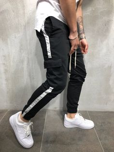 Mens Joggers Sweatpants, Sweatpants Style, Sport Fashion, Fashion Outfits, Jogger Pants Outfit, Men Trousers, Fresh Outfits, Best Jeans, Mens Clothing Styles