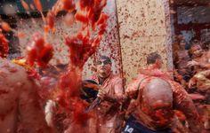 La Tomatina celebró su 70 aniversario con 22 mil personas en Buñol, España.