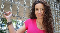 Conociendo Autores #16 - Malenka Ramos   Holaaaa bigotudooos! Hemos tenido la oportunidad tan genial de entrevistar a una autora asturiana de donde somos Calíope y yo. Probablemente la conozcáis puesto que además de publicar la trilogía Venganza con la editorial Esencia este mes de Marzo publicará Quimera: Las Edades Bárbaras con la editorial Titania. Ya sabéis de quién os hablo... verdad?  {Imagen de http://www.eldiario.es/}  Modus Leyendi: Qué tenías en mente cuando comenzaste a escribir…