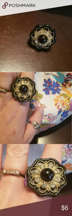 Black and gold flower ring Beautiful ring with a pop of bling 😍💕 Jewelry Rings