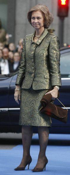 2007 Prince of Asturias Awards Queen Sophia, Queen Mary, Jade Weber, Spanish Royal Family, Queen Letizia, Satin Blouses, Royal Fashion, Rey, Greece