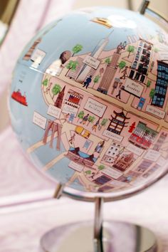 Amazing globe that merges landmarks with locations. Wonderful way to help kids learn about other parts of the world
