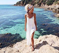 Golden days enjoying this specky coastline 💦🙌🏼 @kivari_the_label 💙