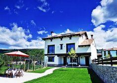 SORIA, VALDEAVELLANO DE TERA. Casa Rural Alborada del Valle. Cuenta con cinco amplias habitaciones dobles con baño (una #HabitaciónAdaptada), gran salón con #chimenea, aseo, cocina y jardín con #barbacoa. Situada en el valle del río Razón, en la denominada #SuizaSoriana una zona rodeada de lugares como la #LagunaNegra, el #AcebalDeGaragüeta, #RuinasDeNumancia, #RutaDeLasIcnitas, #CañónDelRíoLobos, monte Valonsadero o la ciudad de #Soria.   #CasaRuralAccesible