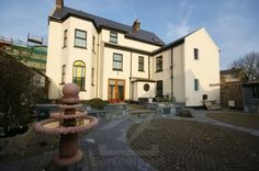 Here you can find houses and apartments in Ireland for sale or rent or you can list your property using topcomhomes