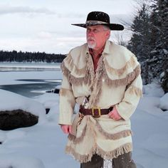 Sew Men Clothes Check out the deal on Fustian Rifleman's Hunting Frock at Crazy Crow Trading Post - This was standard wear for Eastern woodsmen from the French Mountain Man Clothing, Wool Coat, Fur Coat, Man Gear, Frock Coat, Hunting Shirts, Clothing Patterns, Coat Patterns, Frocks