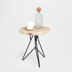 1 produkto paveikslėlis Apvalus staliukas su geležinėmis kojomis