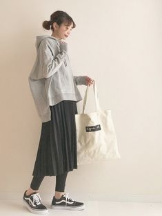 Japan Fashion Casual, Modest Fashion, Skirt Fashion, Fashion Outfits, Japanese Minimalist Fashion, Japanese Fashion, Korean Fashion, Midi Skirt Outfit Casual, Casual Outfits