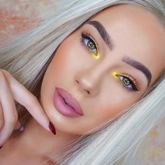 24 Fall Makeup Trends Shockingly Wearable Makeup Looks For Fall - - These Fall Makeup Trend Looks are shockingly wearable and include products from top name brands! From high-end to drugstore, you can create these Fall. Makeup Trends, Makeup Inspo, Makeup Tips, Makeup Ideas, Makeup Products, Beauty Products, Eyeshadow Makeup, Lip Makeup, Beauty Makeup