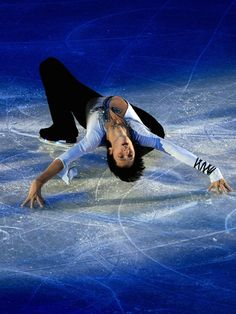 The Johnny Weir slide Ice Skating, Figure Skating, Johnny Weir Skating, Professional Ice Skates, Stephane Lambiel, Hanyu Yuzuru, Male Figure, Beautiful Creatures, Loki