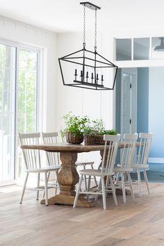 Lake house cottage-dining-room-white-oak-flooring
