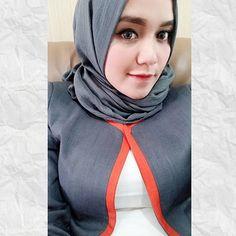 """""""Berhijab bukan sebuah alasan untuk tidak tampil sexy"""" Selamat malam semuanya. Follow @dini_cihu keep healthy and sexy girl 😘 #jilbab #jilboob #hijab #jilbabcantik #jilbabsexy #jilbabindonesia #cewekjilbab"""
