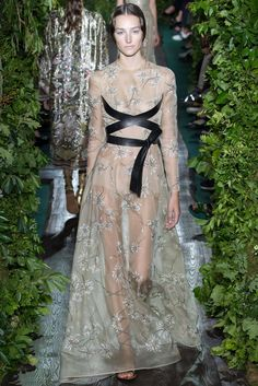 Valentino Fall 2014 Couture - Review - Fashion Week - Runway, Fashion Shows and Collections - Vogue