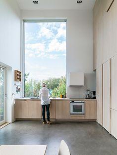 Dream kitchen with large window Cozinha dos sonhos com janela grande – Best Interior, Home Interior, Interior Architecture, Architecture Plan, Residential Architecture, Home Decor Kitchen, Kitchen Design, Kitchen Furniture, Contemporary Kitchen Interior