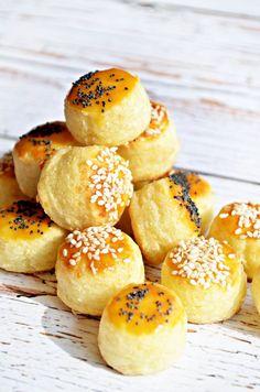 food_drink - Cicapuffancs, a leggyorsabb sajtostúrós pogácsa Cake Recipes, Dessert Recipes, Savory Pastry, Light Desserts, Hungarian Recipes, Biscuit Recipe, Food To Make, Food And Drink, Cooking Recipes