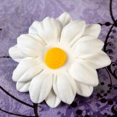 Daisy edible sugarflowers great for cake decorating your next cake or cupcakes. Cake decoration. | CaljavaOnline.com