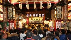 In the vicinity of Otori Shrine and Chokoku Temple, vendors sold colorfully decorated bamboo rakes called kumade