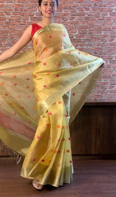Long Dress Design, Stylish Dress Designs, Designs For Dresses, Indian Gowns Dresses, Indian Fashion Dresses, Indian Designer Outfits, Saree Designs Party Wear, Saree Blouse Designs, Latest Blouse Neck Designs