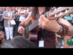 Musico reúne multidão na rua (extraordinário) - Musician gathers a crowd...