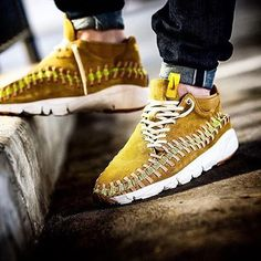 : Air Footscape Woven Chukka by Use the hashtags and for a feature! Chukka Sneakers, New Sneakers, Sneakers Fashion, Sneakers Nike, Boys Shoes, Men's Shoes, Mens Fashion Blog, Men's Fashion, Shoe Sites