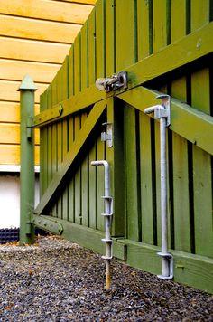 Solide låsebeslag får kjøpt på A&B Jernvare på Hamar. Denne butikken har utrolig stort utvalg i jernvarer og betjeningen er veldig hjelpsomme. Her får du fortsatt kjøpt én skrue.
