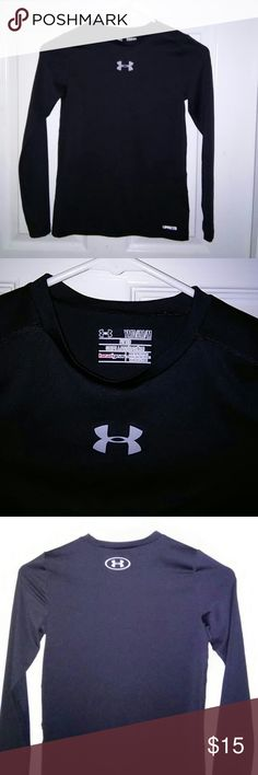 Like new girls under armour heat gear black shirt Like new under armour heat gear shirt girls youth medium fitted very nice Under Armour Other