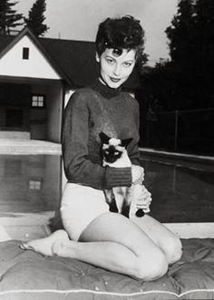 Ava Gardner, siamese friend.