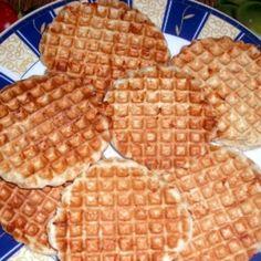 Ropogós sajtos tallér | Nosalty Waffles, Cookies, Breakfast, Food, Crack Crackers, Morning Coffee, Biscuits, Essen, Waffle