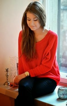 slouchy red cashmere sweater with black leather jeans. I really want some leather jeans! Red Sweaters, Cashmere Sweaters, Black Cashmere Sweater, Winter Sweaters, Black Leather Jeans, Leather Pants, Red Sweater Outfit, Slouchy Sweater, Red Oversized Sweater