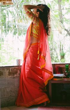 This is gorgeous! (What is with my sudden cotton saree obsession? )