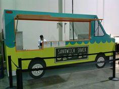 Encore food truck facade sandich