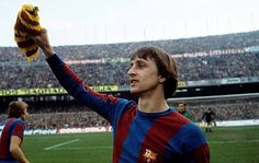 El triple jugador del año europeo ganó tres campeonatos europeos con el Ajax de Holanda como jugador y un campeonato con Barcelona como entrenado